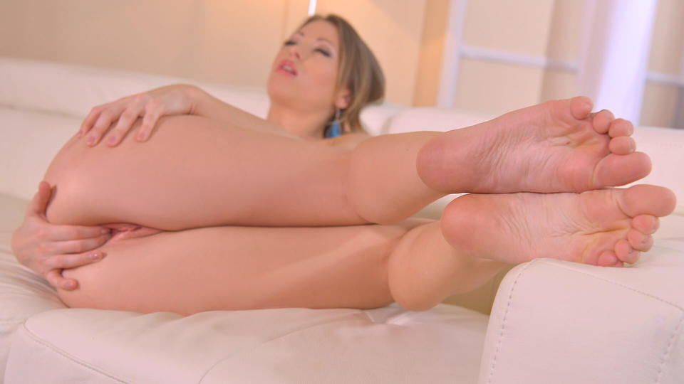 Wonder Woman's Feet: Hungarian Model Squeezes Natural Tits_main