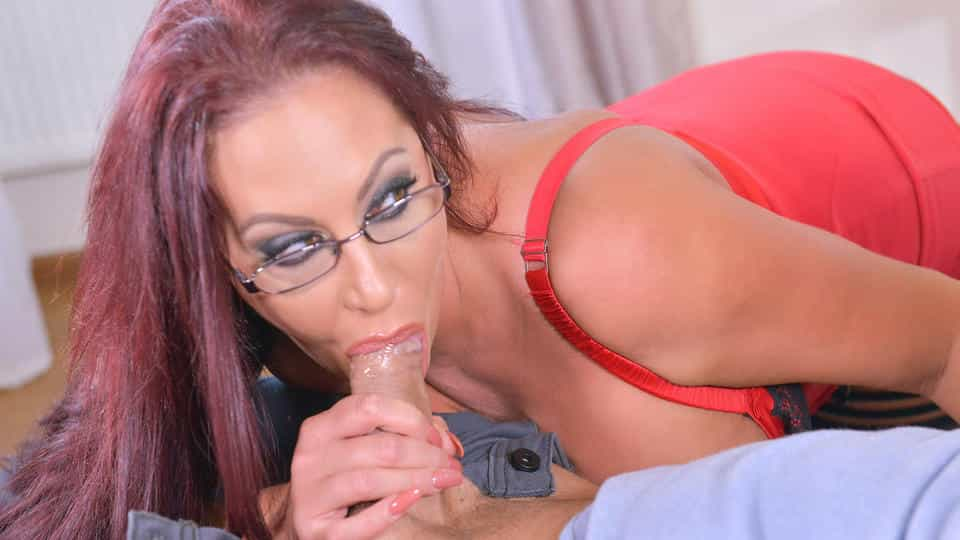 Big Tits And A Deep Throat: Cock Sucking Helps Horny Stud!_main