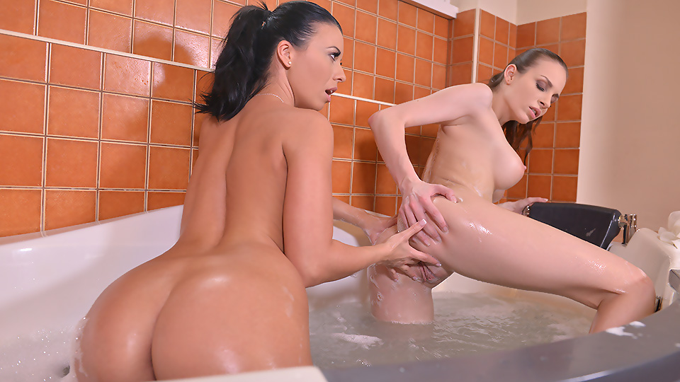Squeaky Clean - Lesbians Play in